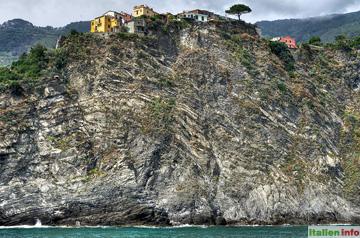 Corniglia: Steiler Felsen