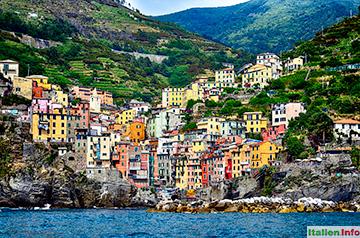 Riomaggiore: An den Berg geschmiegt