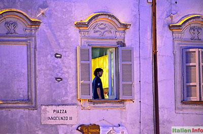 Anagni: Abends auf der Piazza Innocenzo III