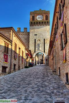 Gradara: Porta del Castello