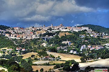Arcevia: Hoch auf dem Hügel