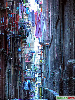 Neapel: Altstadtgasse