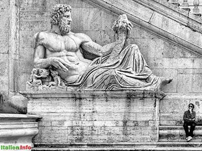 Rom: Piazza del Campidoglio, Statue des Tiber