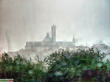 Siena: Dom Santa Maria Assunta im Regen