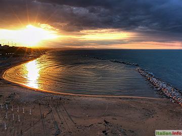 Termoli: Sonnenuntergang am Stadtstrand