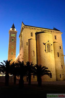 Trani: Kathedrale im Abendlicht - Rückseite