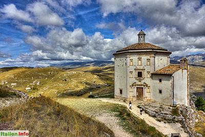 Calascio: Chiesa di Santa Maria della Pietà