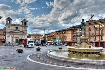 L´Aquila: Piazza del Duomo