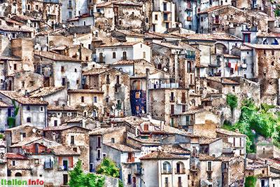Pacentro: Verschachtelte Häuser