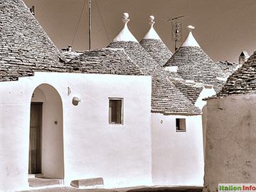 Alberobello: Trulli - typische Kegelrundhäuser