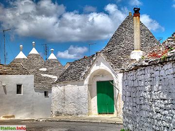 Alberobello: Trulli - Steindächer in Kegelform