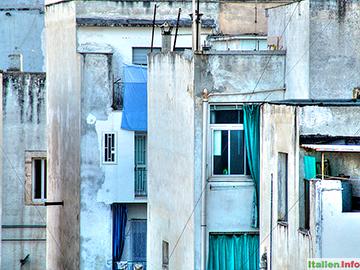 Bitonto: Häuser im Dämmerlicht