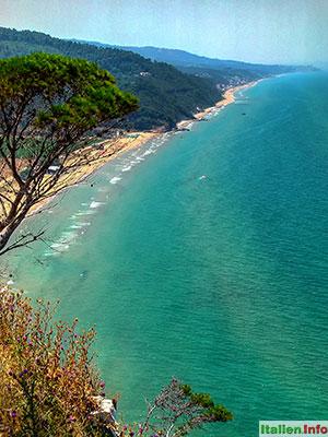 Peschici: Küste westlich von Peschici