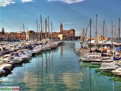 Trani: Hafen mit Kathedrale