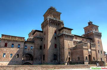 Ferrara: Castello Estense - Westseite