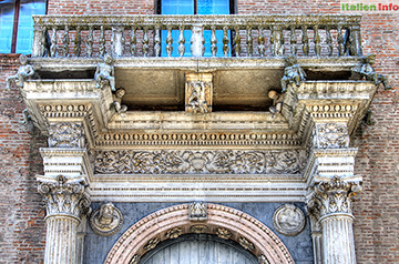 Ferrara: Palazzo Prosperi-Sacrati - Portal