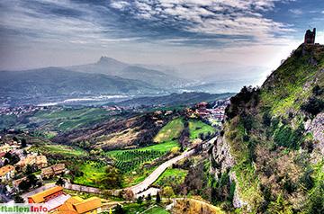 Poggio Torriana: Blick vom Ristorante Due Torri