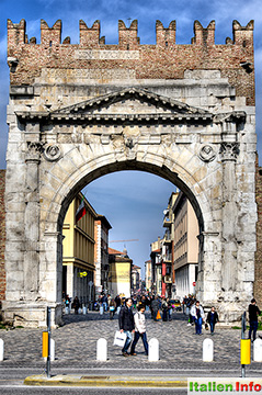 Rimini: Triumphbogen des Augustus