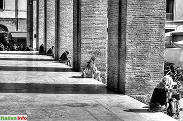 Rimini: Piazza Cavour - unter den Arkaden