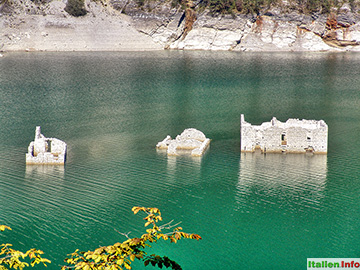 Tramonti di Sotto: Lago di Redona - Häuser-Ruinen
