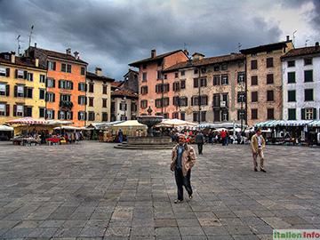 Udine: Piazza Giacomo Mateotti