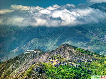 Papasidero: Über den Wolken bei Avena