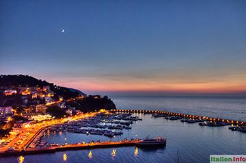 Agropoli: Hafen im Abendlicht