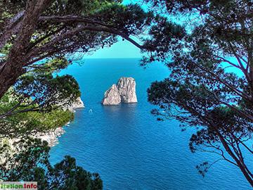 Capri: Faraglioni