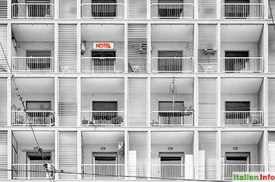 Neapel: Hotel am Hafen