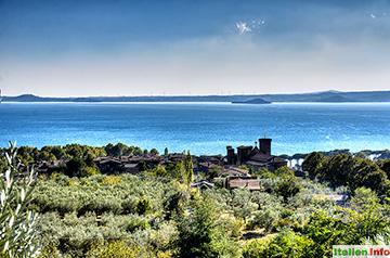Bolsena: Blick über Bolsena auf den See