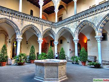 Tarquinia: Palazzo Vitelleschi - Innenhof