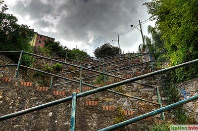Corniglia: Ziegeltreppe Lardarina