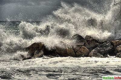 Moneglia: Mächtige Wellen