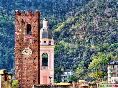 Noli: Mittelalterlicher Stadtturm und Kirche