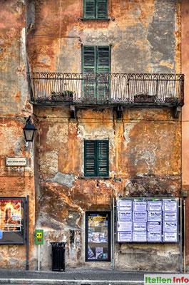 Chiavenna: Piazza Giovanni Bertacchi