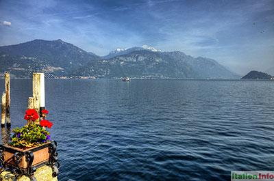 Menaggio: Blick von der Uferpromenade auf den Comer See