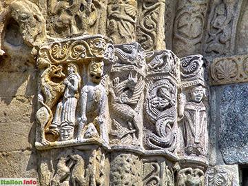 Pavia: Basilika San Michele Maggiore - Portaldetail