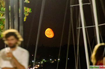 Salò: Mondaufgang am Lungolago
