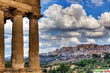 Agrigent: Blick vom Tal der Tempel auf die Stadt