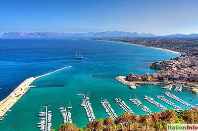 Castellammare del Golfo: Hafen und Golf von Castellammare