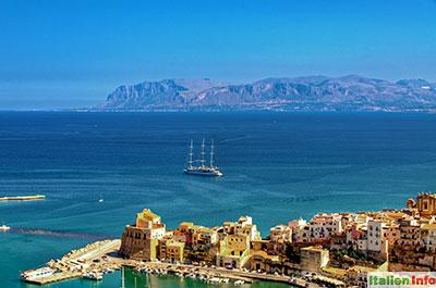 Castellammare del Golfo: Teil der Altstadt und Golf