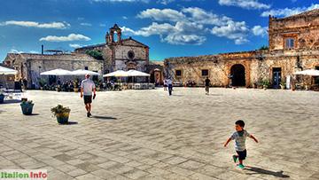 Marzamemi: Piazza Regina Margherita