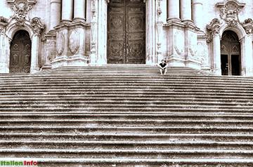 Modica: Rast auf den Stufen von San Giorgio