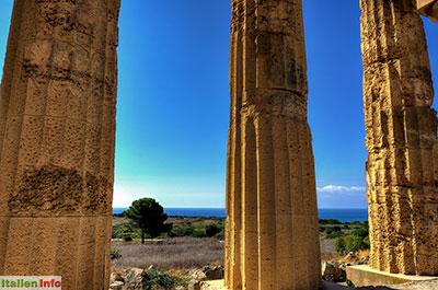 """Selinunt: Der Tempel """"E"""" - Blick zur Küste"""