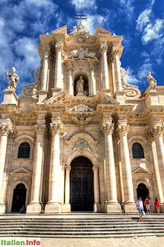 Syrakus: Duomo Santa Maria delle Colonne - Fassade