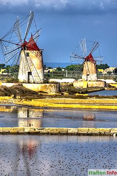 Trapani: Windmühlen in den Salinen