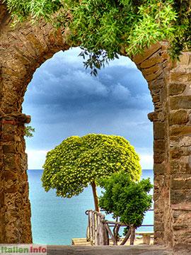 Castiglione della Pescaia: Blütenpracht in der Altstadt