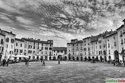 Lucca: Piazza dell´Anfiteatro
