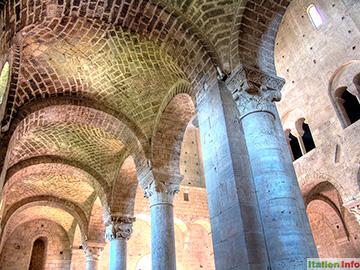 Montalcino: Abbazia di Sant´Antimo - Innenraum