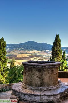 Pienza: Pozzo del canonico mit Monte Amiata
